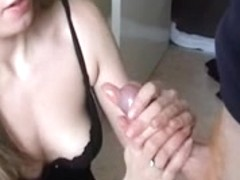 Tania gives a oral-service and cook jerking