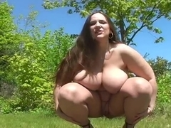 Belle - peeing outside - EroProfile