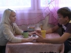 18 Videoz - Emma - Solving the rent problem