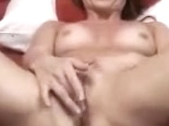 Amateur MILF wildly masturbating her cunt on camera