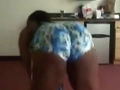 Plump Ebony diva twerking her huge butt on camera
