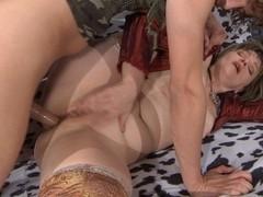 MomsGiveAss Video: Leonora and Robin