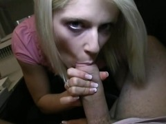 Babe thrills with her blowjob