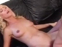 Sexy mother I'd like to fuck: Nicole Moore