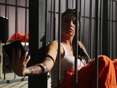Prisoner babe submitted to suck the dick
