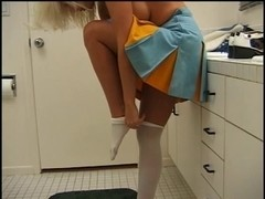 Cheerleader honey in act with large 10-Pounder