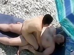 Slim wife on the beach acquires vagina diving and then blows knob