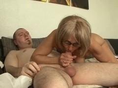 Tina - Hausfrauen Machen Die Beine Breit