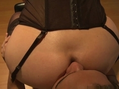 Mom in blue lingerie gets cunt licked