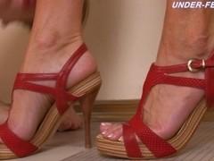 Under-Feet Video: Anna