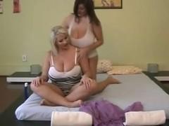 Eden & Laura - Yoga ++++