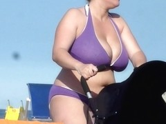Candid MILF Huge Busty Beach Cleavage