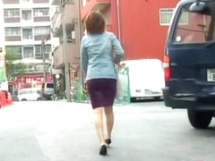 Asian lady got her ass out on the street by a street shark