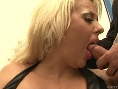 Kirra Lynne sucks and gets a facial