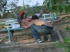 Salope etudiante 18ans baisee dans le parc.