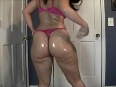 Horny MILF swings her massive fanny on a webcam