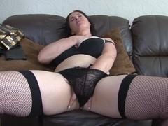 Mature slut, Janey masturbating