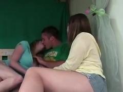 dos chicas se desnudan y me la comen