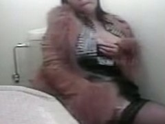Kinky stockings girl gets self satisfaction on toilet cam