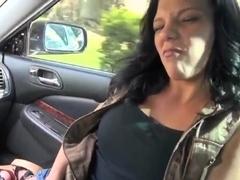 Hottie Jessica Amore sucks Jimmy Legend in car