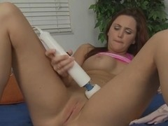 Hope Howell uses an Hitachi wand on her shaved pussy.