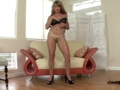 Shayla Laveaux Is A Dirty MILF