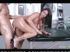 Brazzers - Large-tit Eva Notty Rides copulates her masseur