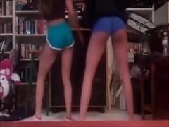 2 girls twerking and dancing (Camaster)