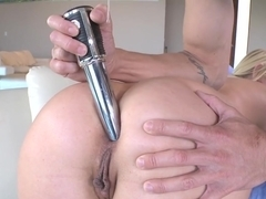 MILF that loves anal
