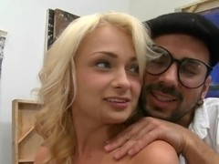 Sweet sexy Muse Ivana Suga inspires the artist with blowjob!