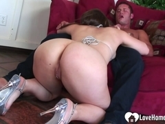 Busty babe gets her juicy asshole plunged