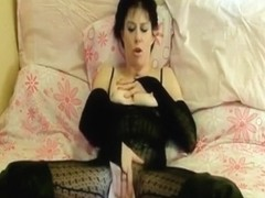 Skanky MILF bangs her snatch with her fingers