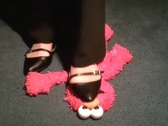 elmo loves sweaty feet