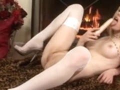 Chick masturbate and play with her Marital-Device