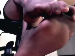 Hawt hose legs and peeptoe mule dangle