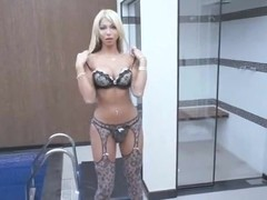 Hot tranny blonde drills her butt with a toy