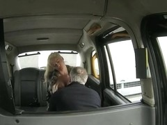Booby amateur blonde passenger analyzed by fraud driver