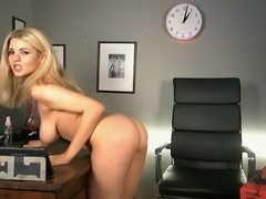 L£l£ office nude.
