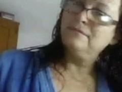 Older nerdy plumper shows her ass after a shower on cam