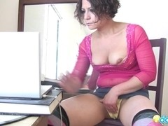 Milf bitch looks some porn on her laptop and tries her new electric dildo