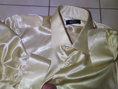 Shiny Shirt Gold Wichsen