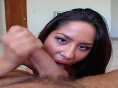 Brunette gal Jenaveve Jolie orally pleases a stud