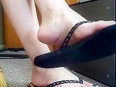 Flip Flop Dangle