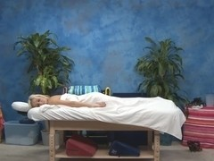 Oily massage with deep drilling