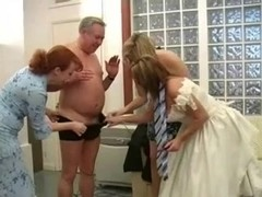 Four Milfs Give Bridegroom a Wedding Day Handjob-daddi