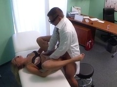 Doctor gives pussy creampie to sexy blonde patient