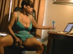 Butty Bianca pleases her dick