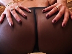 Solo sweet rubs her clit hard to perfection