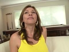 Terrific MILF Lisa make big titty show