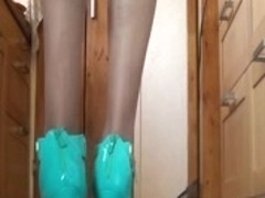 Mature given a great sex show for feet fetish lovers